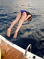 Sophia diving - no hands!